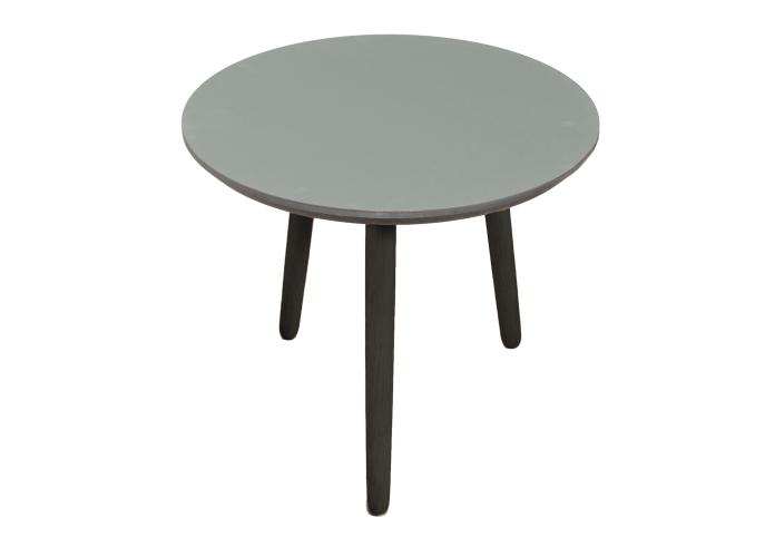 Lækkert linoleums sofabord i flot grå farve   sorte ben